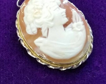 Beautiful vintage silver cameo pendant or brooch