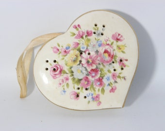Potpourri Heart Porcelain, Pink Flowers and Gold Trim / Treasure Masters - Japan