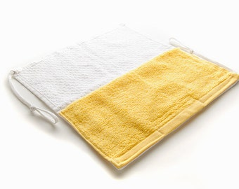KangarooBathPouch.com Washcloth with color pocket holds liquid and a bar of soap
