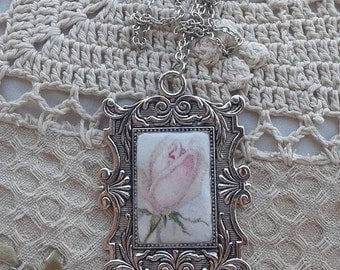 Flower pendant with metal frame