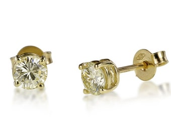 A pair of earrings of amazing quality! Diamond weight: 0.51 CT x 2 total 1.02 CT