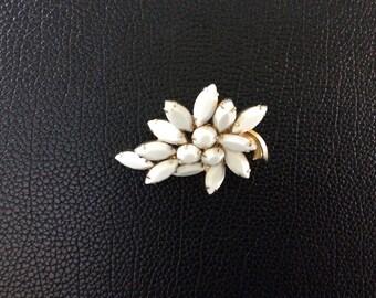 Vintage white rhinestone cluster brooch.