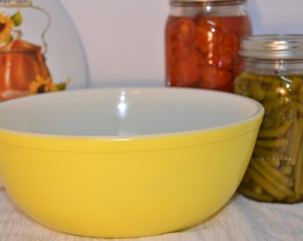 Yellow Pyrex Primary Mixing Bowl - 404