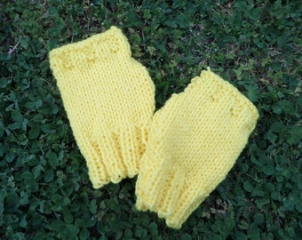 Small Yellow Hand-Wamers/Gloves!