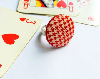 """Adjustable ring """"red & white"""" with 50 years ' vintage buttons. Ring with vintage buttons. Vintage buttons. Button jewelry. Houndstooth"""
