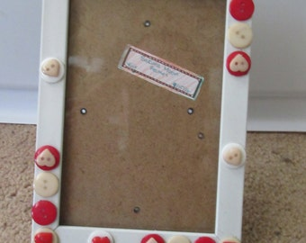 Red and White Button Frame