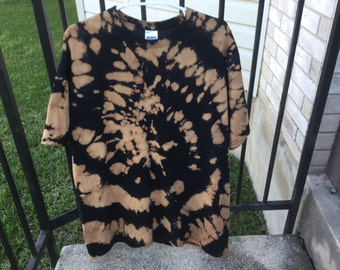 XL Reverse Tie Dye Tee with Spiral Design, Black