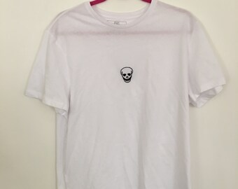 Hand embroidered skull black and white t shirt. Mens large.