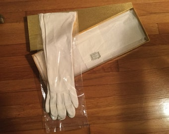 Beautiful lightweight soft white leather women's gloves ~ Size Small
