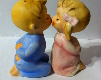 Free Shipping! Vintage Kissing Children Salt and Pepper Shakers