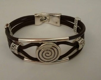 Bracelet leather with spiral and bars