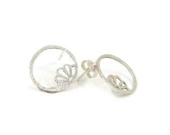 Round Leaf Earrings, leaf Earrings, pearl earrings, 925 Silver earrings, stud earrings, silver earring, flower earrings, flower, white pearl