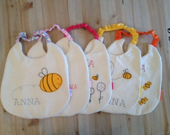 """embroidered bibs with the technique of """"free motion"""" with elastic"""