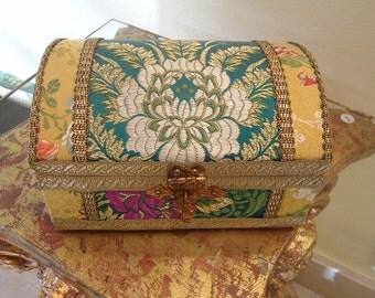 Chest jewelry box