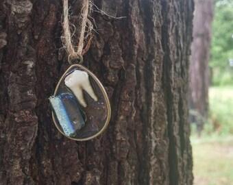 Deer tooth and colored quartz mini pendant