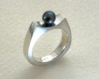 Ring sterling silver modern 925 with Black Pearl