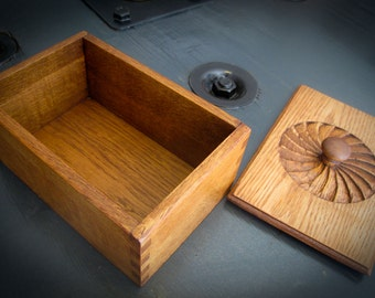 Beautiful vintage box in oak carved and polished...