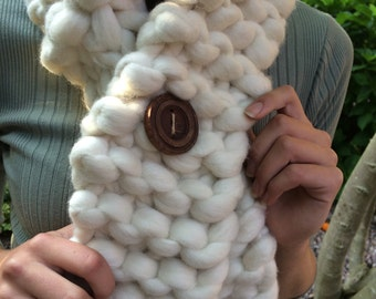 Short Crossover Scarf with Handmade wooden button - Chunky Merino Wool &  adjustable - Chunky Knit Scarf