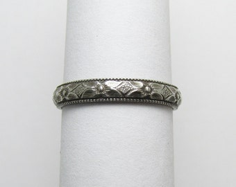 Daisy Flower Milgained edge Ring Engraved floral pattern Stackable Sterling Silver Ring sz 8 Oxidized Black