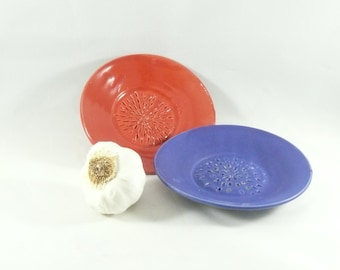 Ceramic Garlic Grater Dish - Garlic Keeper Kitchen Food Prep Gadget / Plate for dipping oil / small dish for garlic / cooker