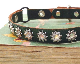 Forest Green Leather Cat Collar with Silver Stars, Eco Friendly, Size to fit a 8 - 10 inch Neck, Unique Leather Cat Collar, Made in Seattle