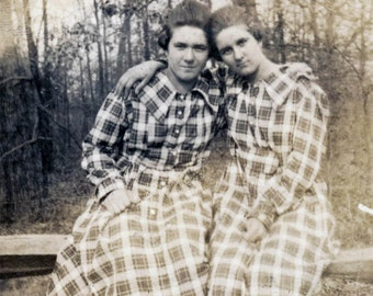 vintage photo 1920 Affectionate Identical Twin Teenage Girls Check Dress