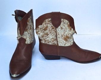 Vintage 70s Cowhide western cowboy boots  SIZE 8.5 US