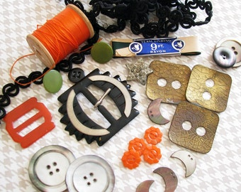 Spooky Hollow Craft Guild..Vintage Buttons, Buckles, & Other Goodies