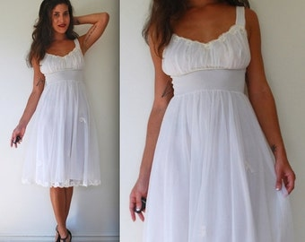 FLASH SALE / 25% off Vintage 50s 60s Dream Angel White Nightgown (size small, medium)