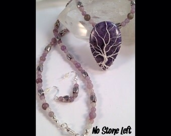 Special! Dyed Agate and Lilac Stone beaded necklace