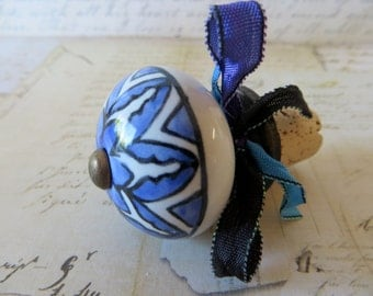 Wine Bottle Stopper With Blue Pattern Design