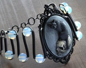Cat bracelet, Gothic chic Jewelry - Bracelet - Feline / Cat on Skull Cameo