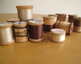 Vintage wood wooden spools of thread brown white craft supplies Qty 14