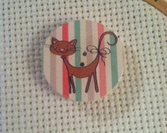 Adorable Cat needle minder