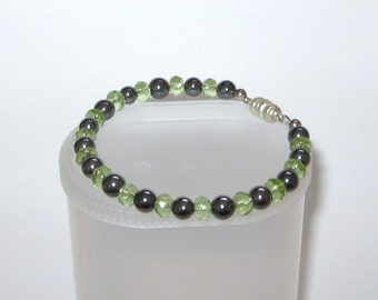 Beautiful Green Glass and Hematite Memory Wire Bracelet