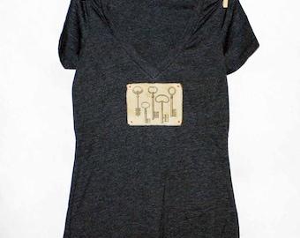Antique Keys Women's Tshirt, Print Tshirt, Vneck Tshirt, Appliqued Tshirt, Steampunk Tshirt, Graphic Tshirt, Vintage Style Tshirt