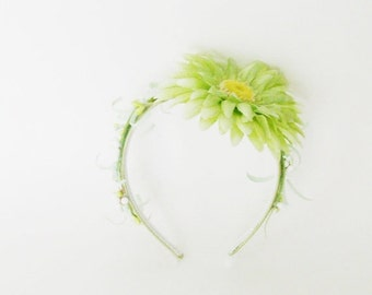 Fresh Green Floral Headband / Spring - Summer Fashion Accessory / Green Head Piece / Pale Spring Green Flower, Leaves / White Berry Clusters