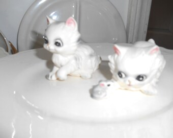 Vintage Josef Originals 2 white kittens and a mouse figurines