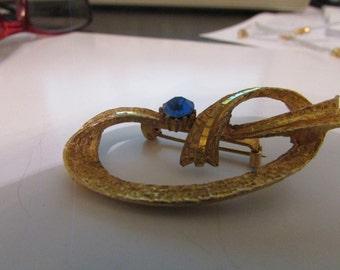 Pretzel ribbon brooch