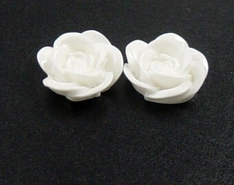 CLEARANCE Cabochon Flower 6 Resin Round Rose White Flower Opaque 18mm (1012cab18m4-9)os