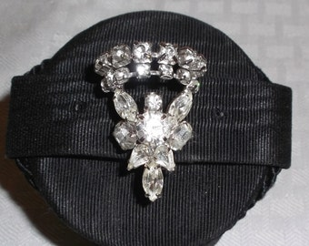 50s 60s Vintage Rhinestone Brooch with Navette and Round Stones