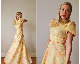 ON SALE 1960s Wildflower Dress~Size Extra Small to Small