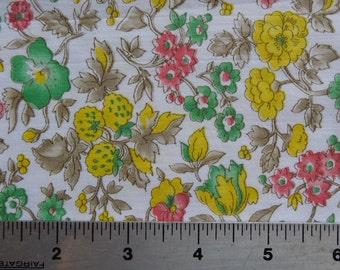 Vintage Fabric. Floral. Pretty Fresh Spring Colors. Berries.