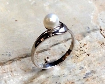 Pearl ring, Engagement silver ring, boho ring, silver modern ring, alternative ring, unique ring for her, engagement ring - Reach R2346