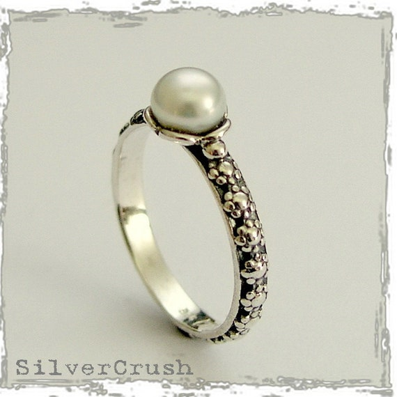 Thin ring, floral ring, sterling silver ring, delicate ring, simple ring, floral ring, single pearl ring, stacker ring - Signs of time R1694