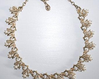 Coro Gold Pearl Leaf Choker