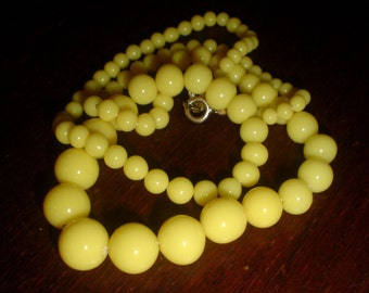 Yellow glass beads bead necklace lemon vintage graduated