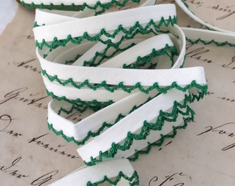 Green Lacy Edge Wrights Bias Trim, Dressmakers Vintage Edging
