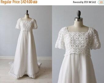 SALE 1960s Wedding Dress / Empire Waist / Sheath / Chapel Train / Elizabeth