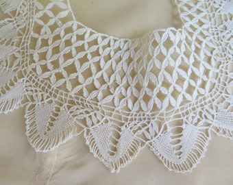 Vintage Maltese Lace Collar in Ivory Cotton Bobbin Lace
